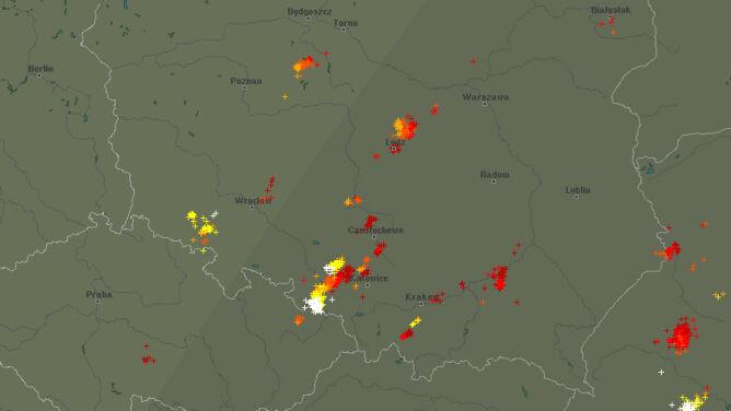 Burzowy wieczór w Polsce. Sprawdź, gdzie grzmi