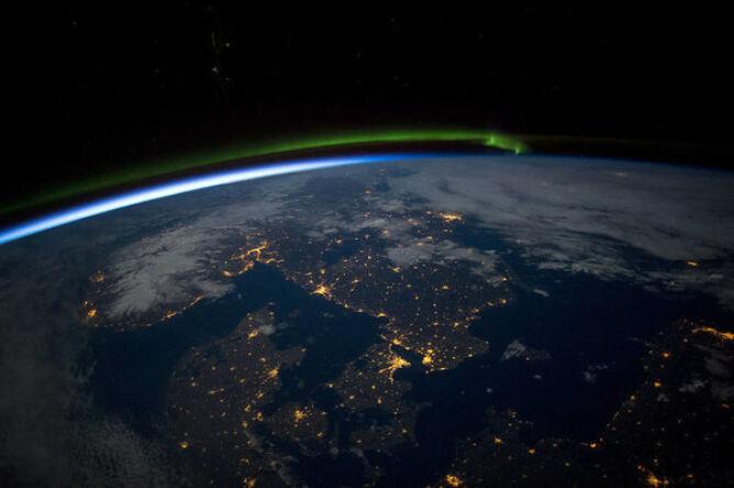 Nocne zdjęcie południowej Skandynawii