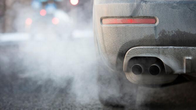"""Akcja """"SMOG"""" na drogach. Policja sprawdza, czy twój samochód zatruwa powietrze"""