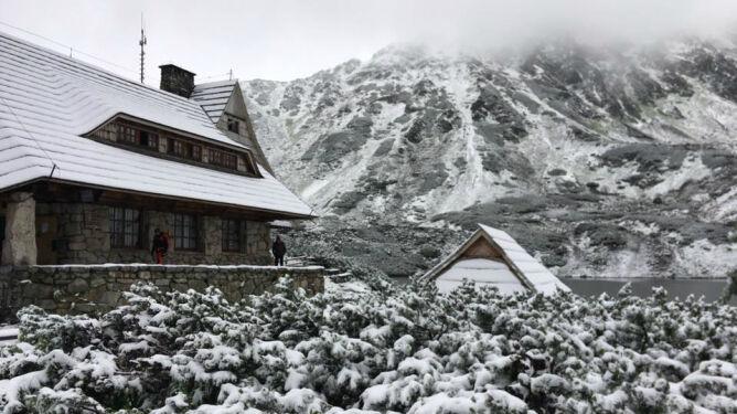 Z nadejściem lata w Tatry wróciła zima. Miejscami kilka centymetrów śniegu