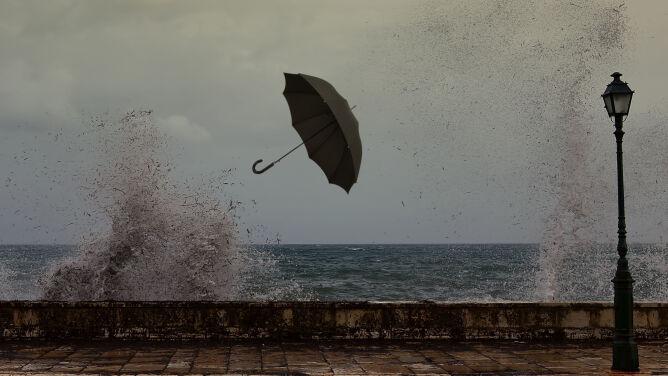 Pogoda na jutro: deszcz, silny wiatr i sztorm na Bałtyku